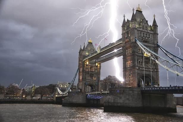 i-fotografia-apo-to-pyrgo-tou-londinou-pou-kanei-to-gyro-tou-diadiktiou1