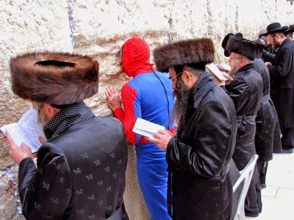 o-spider-man-einai-evraios