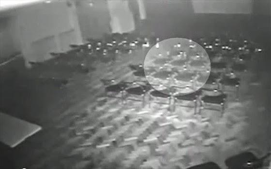 kamera-asfaleias-se-theatro-katagrafei-fantasma