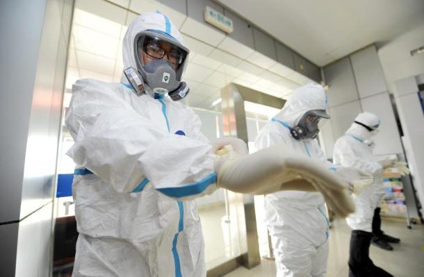 apo-tin-diaygeia-tis-amerikis-antlisame-stoixeia-gia-to-megethos-tis-apeilis-tou-ebola