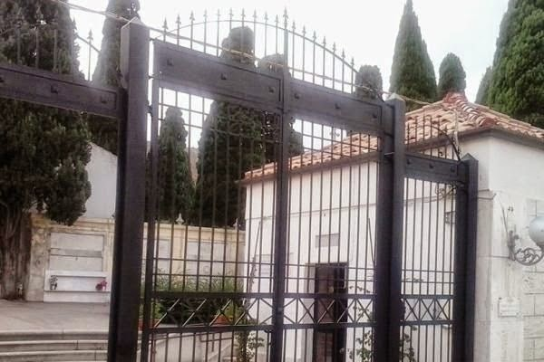 Cancellata-cimitero-Crotone