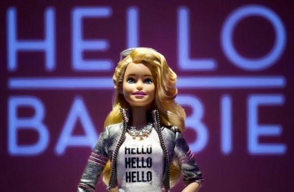 hello-barbie-i-anatrixiastiki-koukla-pou-kataskopevei-ta-paidia