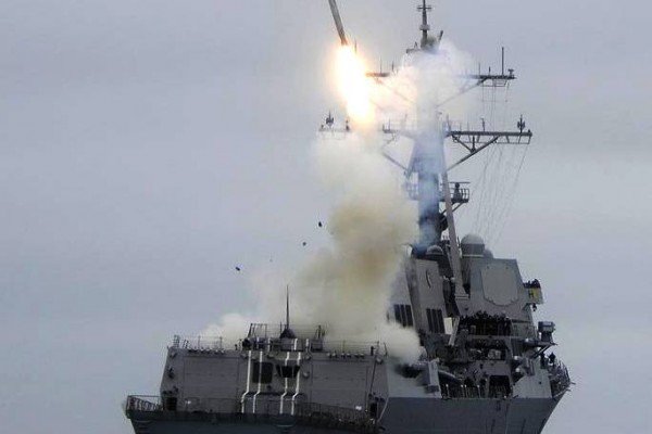 tomahawk-cruise-missile-launches-everett-warship