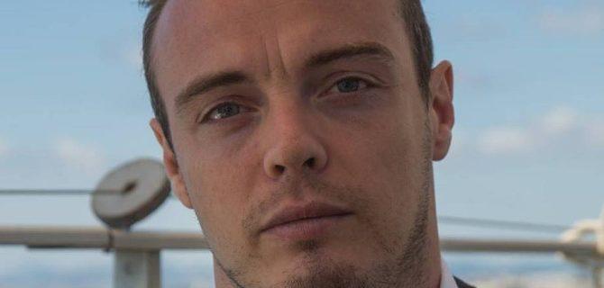 Ο άνθρωπος που παρίστανε τον δικηγόρο του μακελάρη της Νίκαιας για λίγα λεπτά δημοσιότητας [εικόνες]