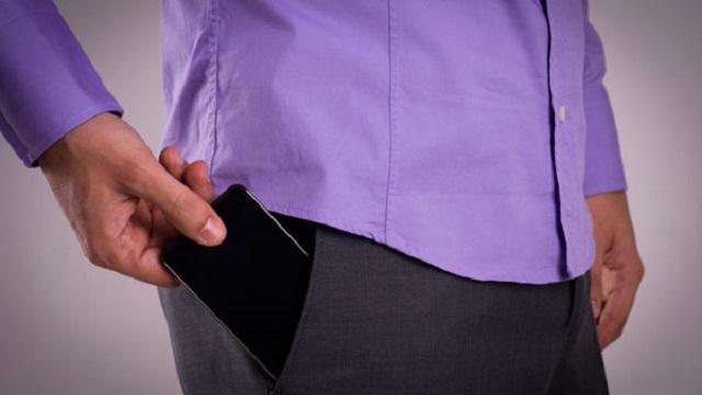 Γιατί δεν πρέπει να βάζετε το κινητό σας στην τσέπη του παντελονιού