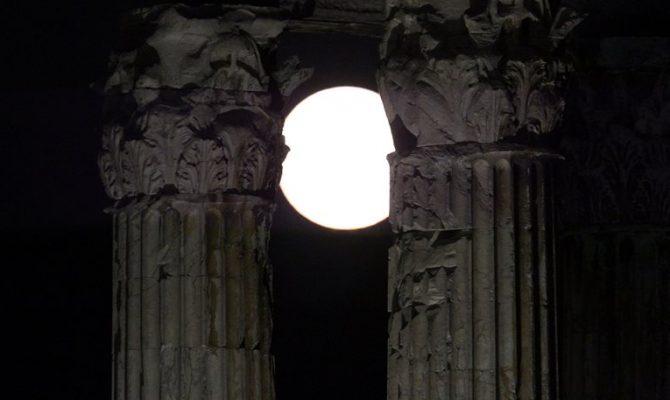 Είστε έτοιμοι για τη μεγαλύτερη «Σούπερ Σελήνη» των τελευταίων 70 χρόνων;
