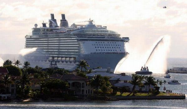Worlds Largest Cruise Ship Photoshop Picture