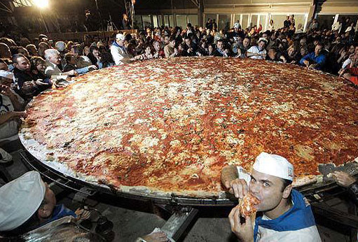 Largest pizza Photoshop Picture