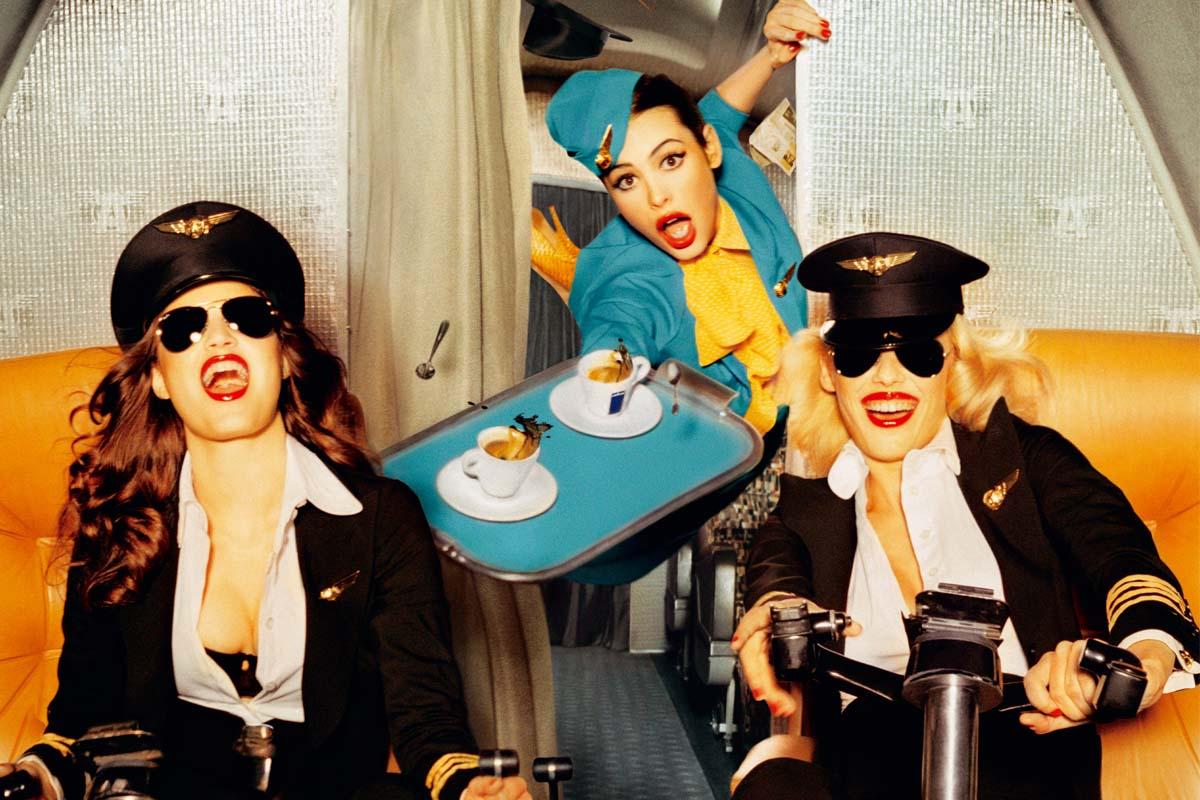 Women-drinking-coffee es