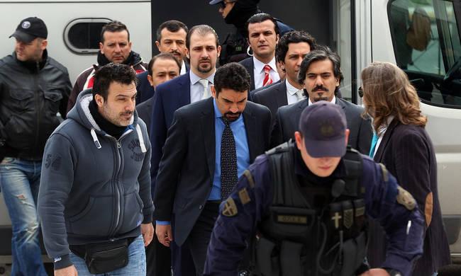 Το θρίλερ με τους «οκτώ»: Ο Ερντογάν τους ψάχνει, η Αθήνα τους κρύβει – Πώς ξεφεύγουν από τα «μάτια» της ΜΙΤ