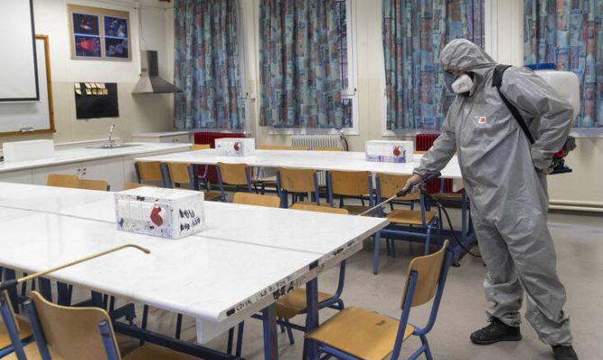 Κλείνουν όλα τα σχολεία της χώρας για την αντιμετώπιση της εξάπλωσης του κορωνοϊού.
