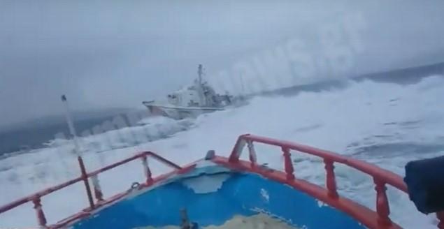 Ίμια: Επικίνδυνα παιχνίδια από τουρκική ακταιωρό – Ψαράδες τους τα «χώνουν»! «Δες ένα μ@λ@κ@!»